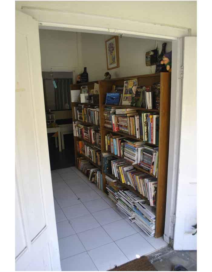 perpustakaan mini di dalam Lir