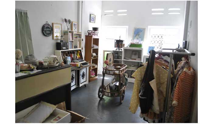Art shop di dalam Lir