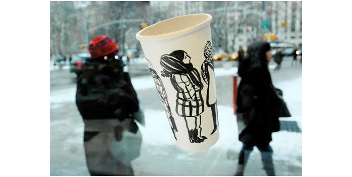 Gwyneth Leech melukis di atas gelas kopi bekas