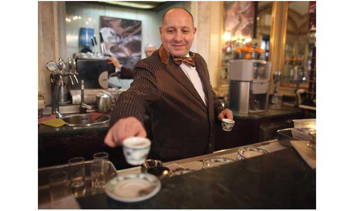 pay it forward di kedai kopi di naples, italia