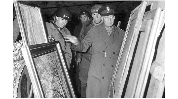 eisenhower_bradley_and_patton_inspect_looted_art_hdsn9902758