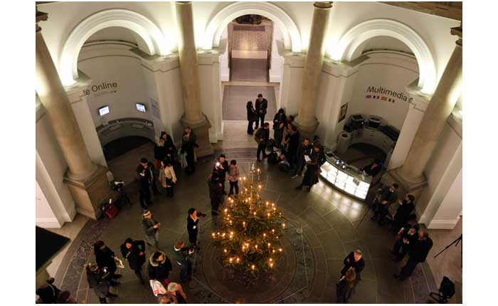 Tate+Britain+Unveil+Their+Christmas+Tree+Designed+4DTmuU0_S-Xl