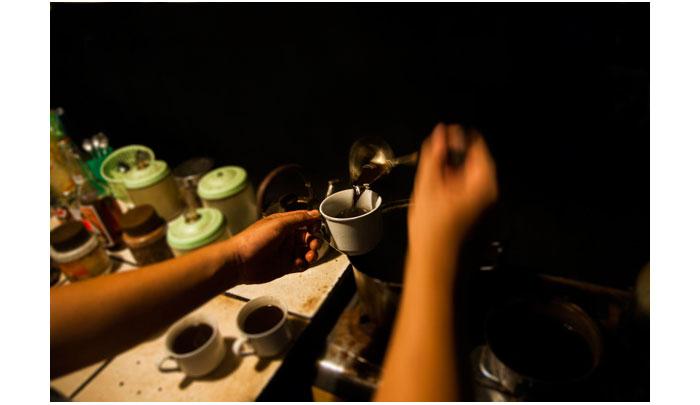 barista-warung-sego-macan-dan-kopi-klotok-2