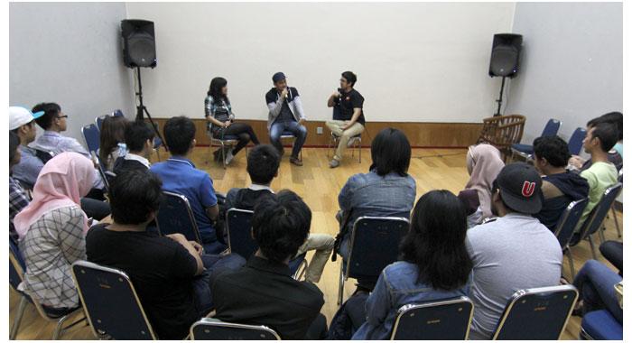Sesi-sharing-bareng-Mayumi-Haryoto-dari-Fabula,-Arris-Aprillo-dari-Studiomili-dan-Raymond-Malvin-dari-Kopi-Keliling-di-Kemang-Art-&-Coffee-Festival-2014