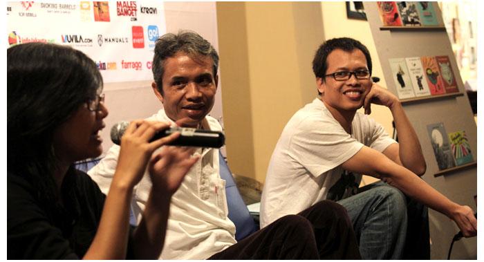 Talkshow-bareng-penyair-Joko-Pinurbo-dan-penulis-novel-Eka-Kurniawan-di-Kemang-Art-&-Coffee-Festival-2014