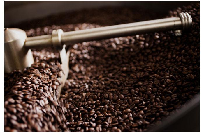 memanggang-biji-kopi-sendiri