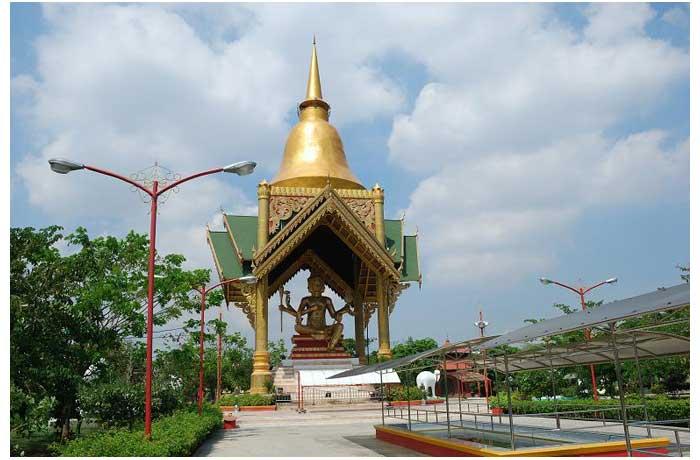 patung buddha empat wajah