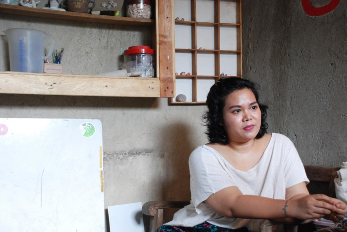 Sekar Puti, a proud mother and distinguished artist (Sumber gambar: whiteboardjournal.com)