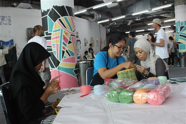 Workshop merajut di Catalyst Art Market (foto: Rivanlee)