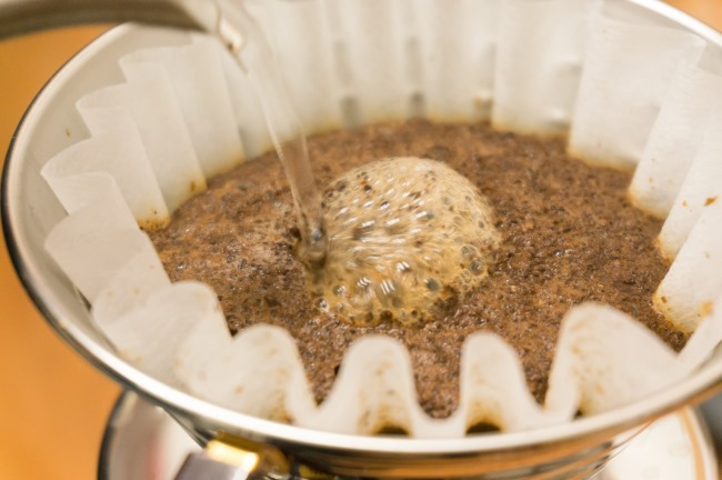 kalita-wave-pour-close-up