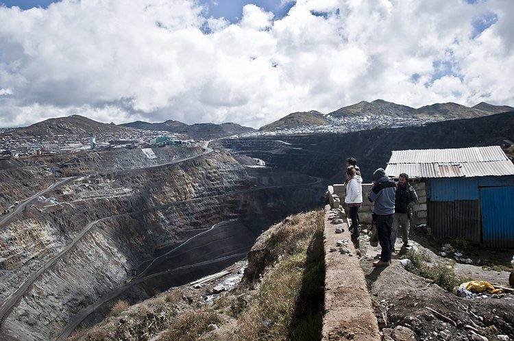 The mining gulfs of Cerro de Pasco. Image courtesy of Maxim Holland/HAWAPI (2012)