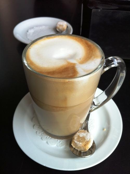 cafe hafuch (sumber: romanandalaina.com)